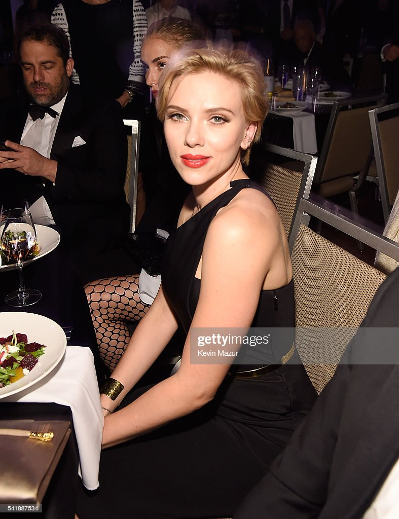 Scarlett Johansson attends Friars Club honors Tony Bennett with The Entertainment Icon Award at New York Sheraton Hotel & Tower on June 20, 2016 in New York City.