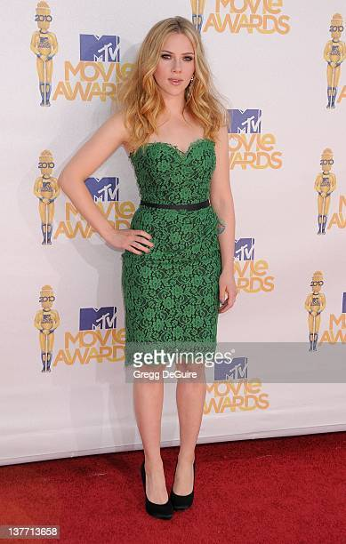 Scarlett Johansson attends the 2010 MTV Movie Awards at the Gibson Amphitheatre on June 6, 2010 in Universal City, California.