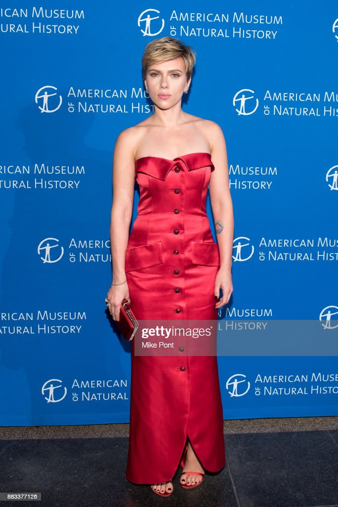 Scarlett Johansson attends the 2017 American Museum of Natural History Museum Gala at the American Museum of Natural History on November 30, 2017 in New York City.