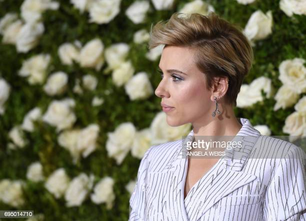 Scarlett Johansson attends the 2017 Tony Awards Red Carpet at Radio City Music Hall on June 11 2017 in New York City / AFP PHOTO / ANGELA WEISS