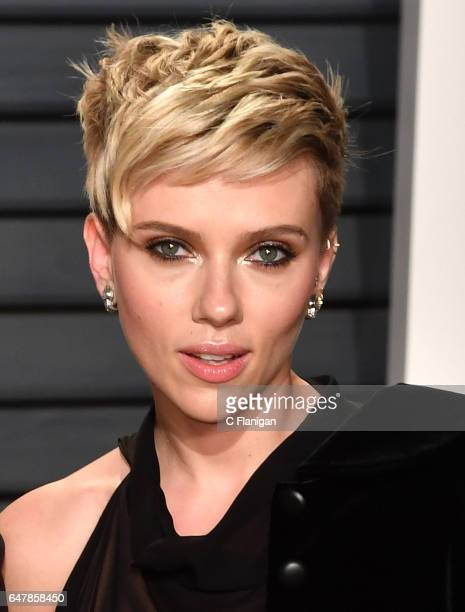 Scarlett Johansson attends the 2017 Vanity Fair Oscar Party hosted by Graydon Carter at Wallis Annenberg Center for the Performing Arts on February...