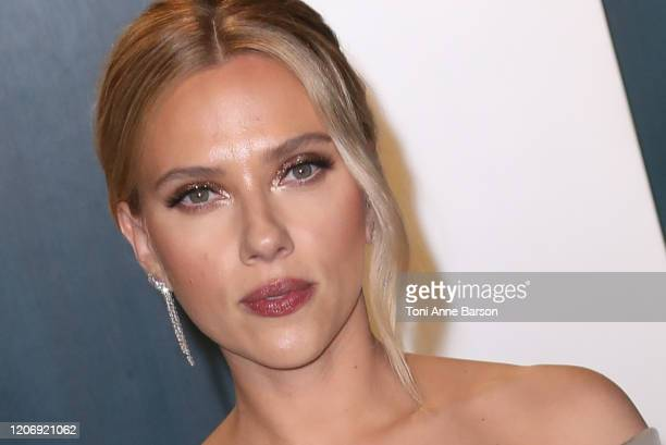 Scarlett Johansson attends the 2020 Vanity Fair Oscar Party at Wallis Annenberg Center for the Performing Arts on February 09, 2020 in Beverly Hills,...