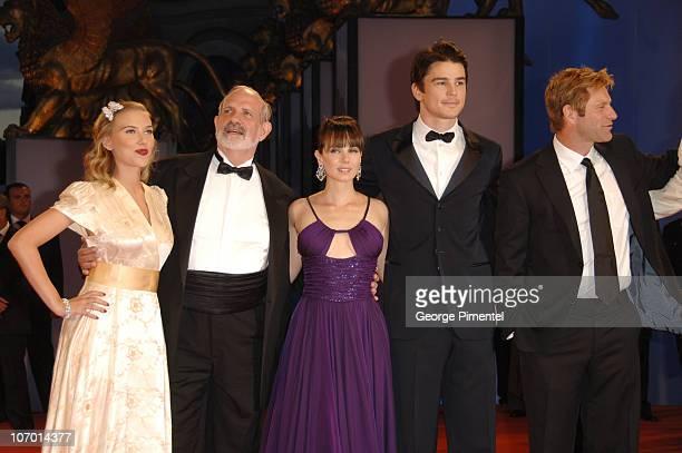 Scarlett Johansson Brian De Palma director Mia Kirshner Josh Hartnett and Aaron Eckhart