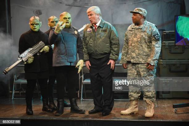 LIVE 'Scarlett Johansson' Episode 1720 Pictured Bobby Moynihan as an alien Alec Baldwin as President Donald Trump and Kenan Thompson during the...