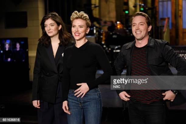 LIVE Scarlett Johansson Episode 1720 Pictured Musical guest Lorde host Scarlett Johansson and Beck Bennett pose in Studio 8H on March 9 2017