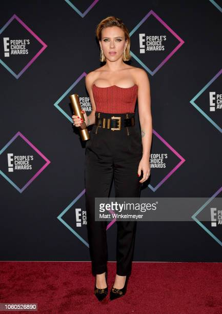 Scarlett Johansson Female Movie Star of 2018 poses in the press room during the People's Choice Awards 2018 at Barker Hangar on November 11 2018 in...