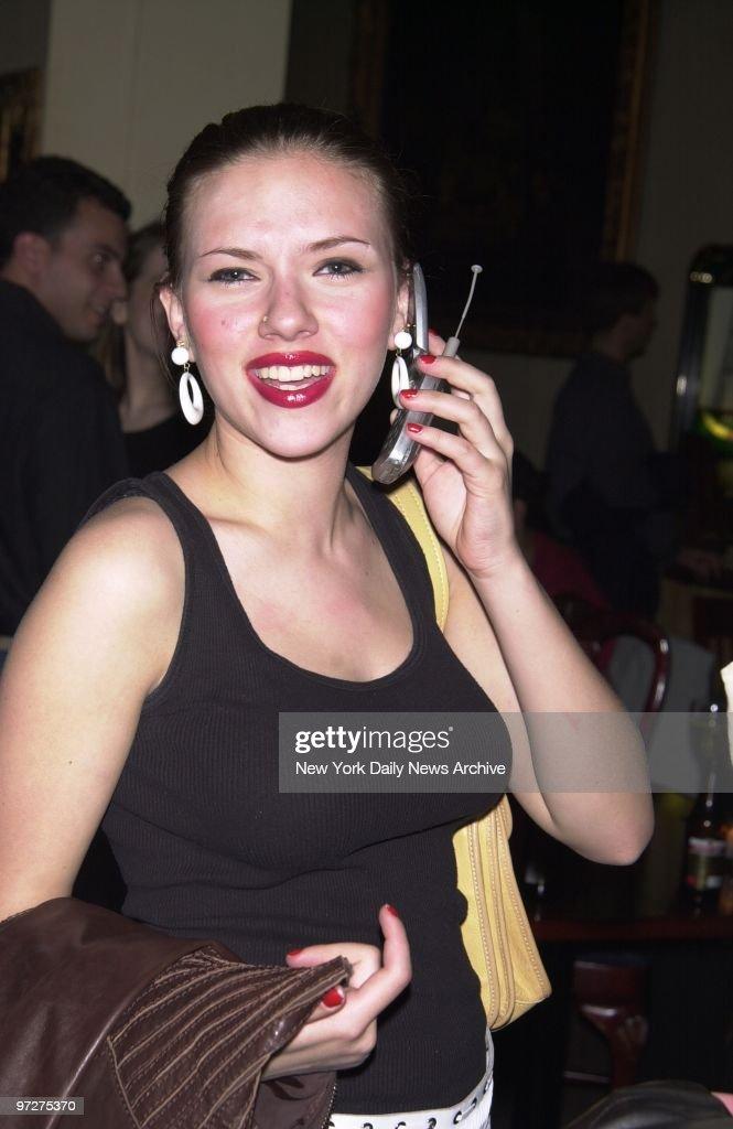 Scarlett johansson cell phone pics
