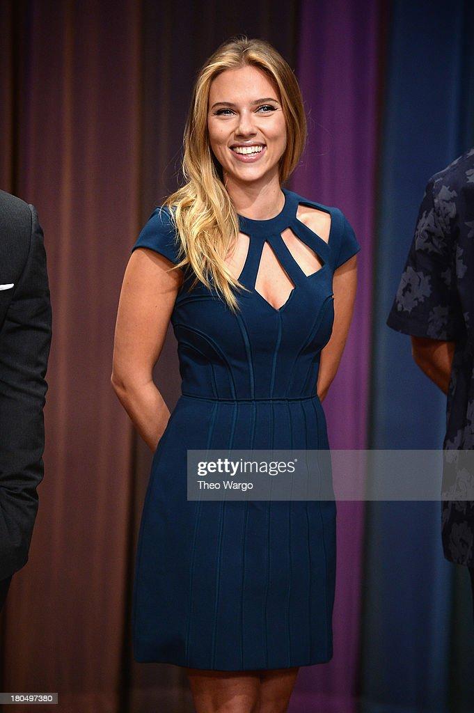 Scarlett Johansson Visits 'Late Night With Jimmy Fallon' : News Photo