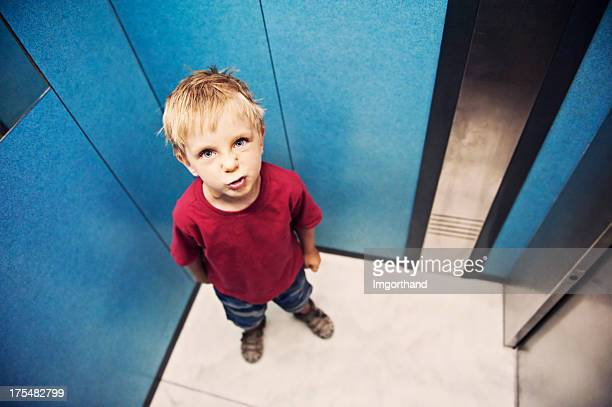 Effrayant ascenseur pour les enfants
