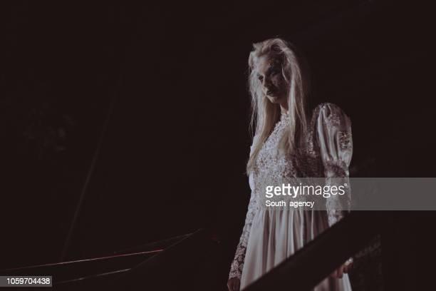 白で怖いハロウィーンの魔女