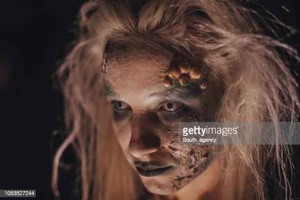 怖いハロウィーンの魔女