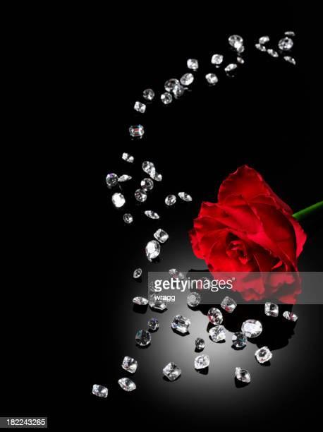 Diamanti sparsi e una rosa rossa