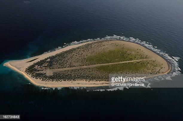 The Island Of Tromelin Les cinq îles Eparses appartiennent à la France et constituent le 5e district des Taaf Ce sont des ilots stratégiques situés...