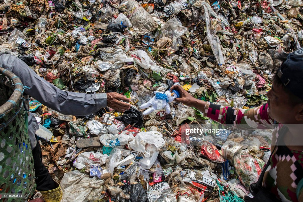 Garbage Waste Management in Indonesia : News Photo