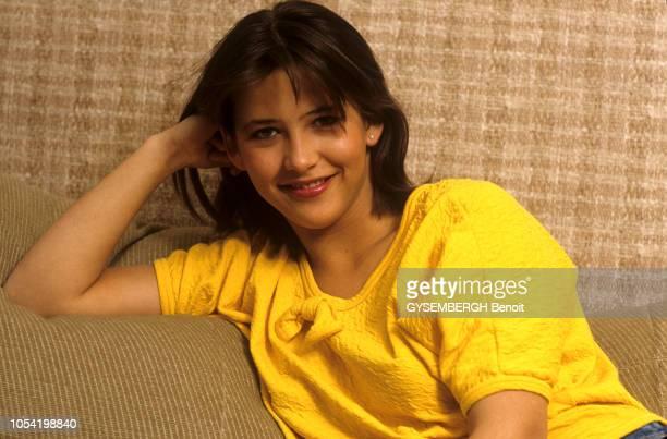 Sophie MARCEAU 16 ans chez ses parents La jeune comédienne a reçu le César du meilleur jeune espoir féminin 1983 décerné pour le film La boum 2 Ici...