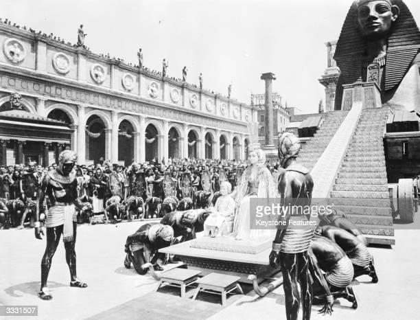 A scene from Joseph L Mankiewicz's film 'Cleopatra' starring Elizabeth Taylor as Cleopatra