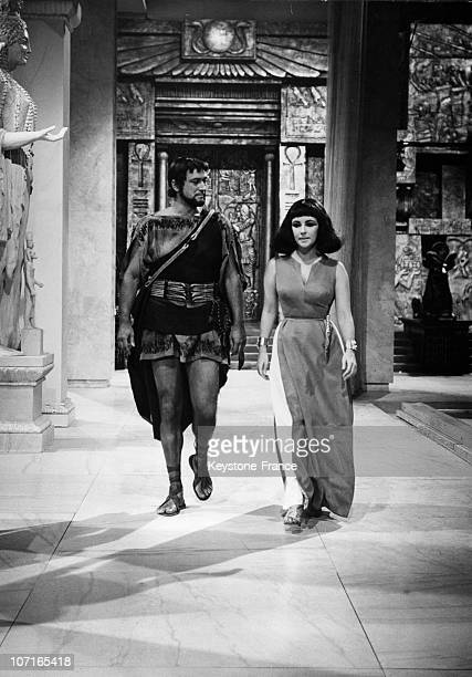 A scene from the movie Cleopatra with Liz Taylor playing Cleopatra and Cesare Danova Apollodoro in 1962 in Rome Italy