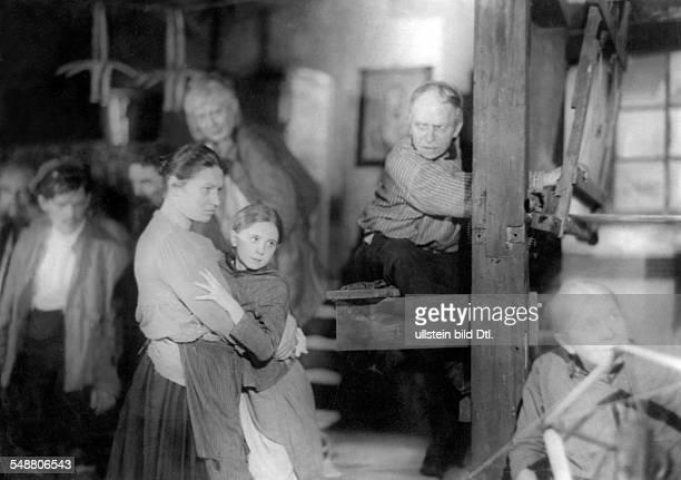 A scene from the play 'Die Weber ' a production by Leopold Jessner Staatliches Schauspielhaus Berlin 1928 Photographer Freiherr Wolff von Gudenberg...