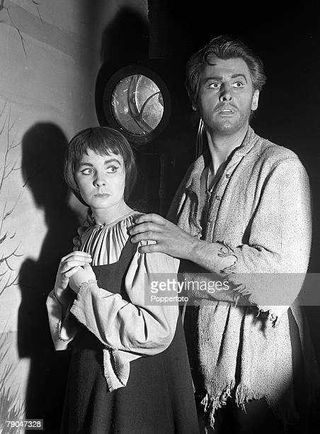 1949 A scene from the play The Power of Darkness starring British actor and actress Jean Simmons and Stewart Granger
