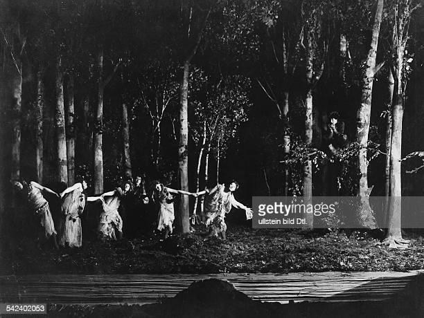 Scene from the premiere of Shakespeares's play A Midsummer Night´s Dream in the Neues Theater Berlin director Max Reinhardt