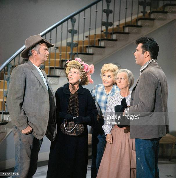 Scene from the television series The Beverly Hillbillies Left to right Buddy Ebsen as Jed Clampett Bea Benaderet as cousin Pearl Bodine Donna Douglas...