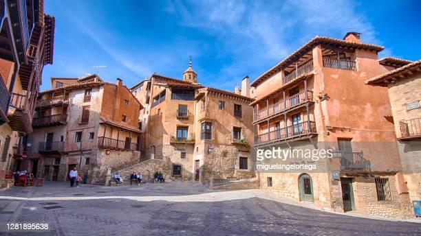 scene of albarracin, one of the most beautiful villages in spain - miguelangelortega fotografías e imágenes de stock