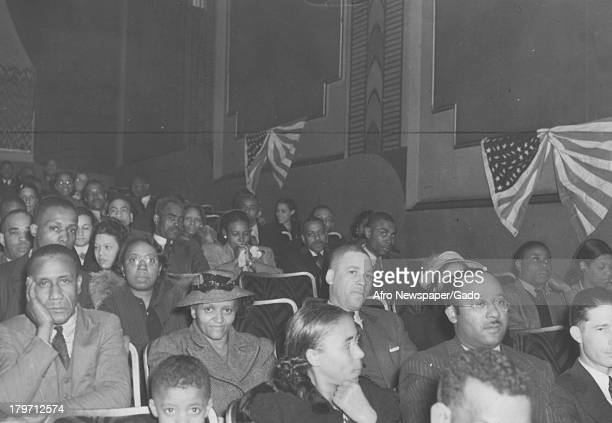 Scene of crowd at opening of 'Gone With The Wind' April 20 1940