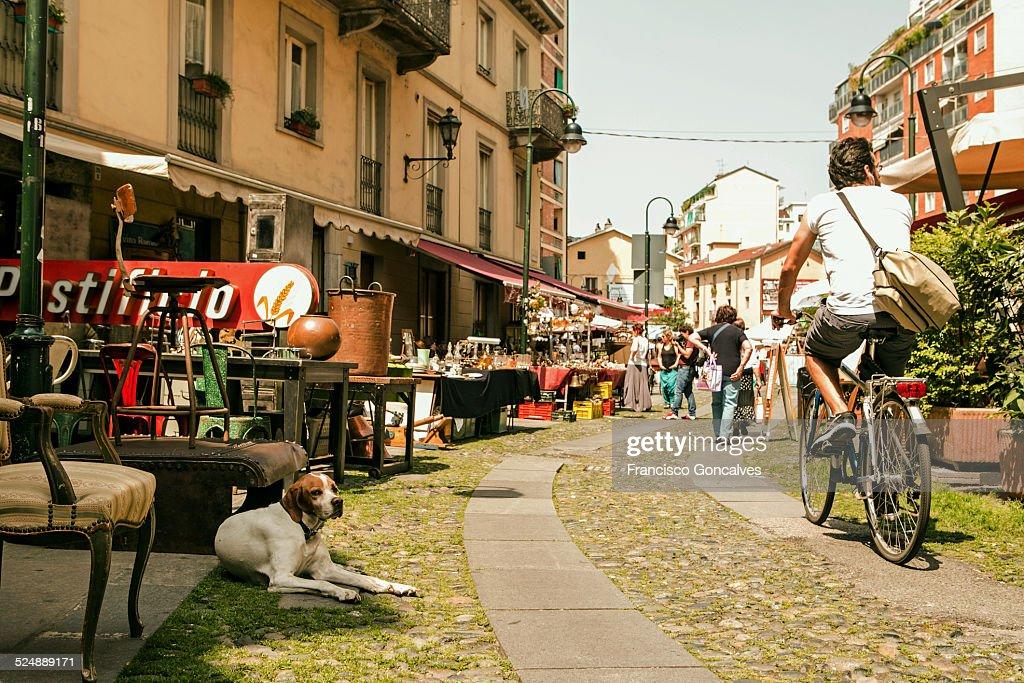 Scene of the Balon flea market in Turin : Stock-Foto