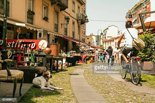 scene of the balon flea market in turin - turim - fotografias e filmes do acervo