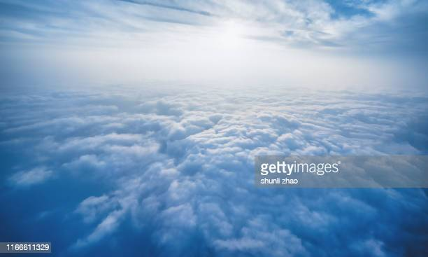 scenery above the clouds - oben stock-fotos und bilder