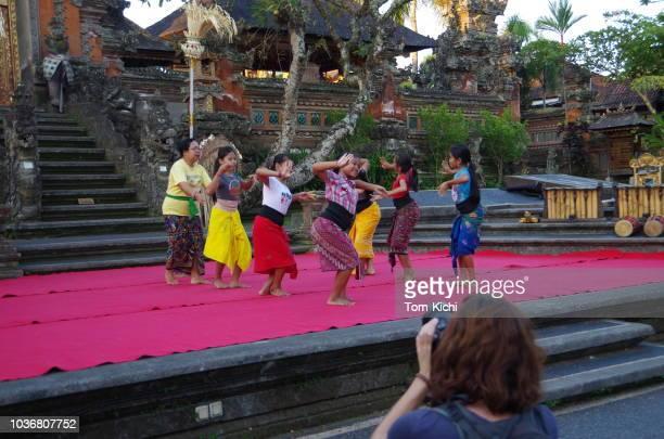 cenário em ubud, bali - arte, cultura e espetáculo - fotografias e filmes do acervo