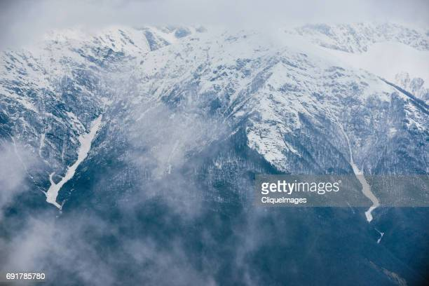 scenery of high snowy mountain - cliqueimages stockfoto's en -beelden