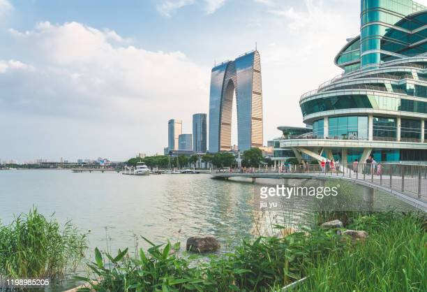 scenery of jinji lake in suzhou - glass bridge china stock pictures, royalty-free photos & images