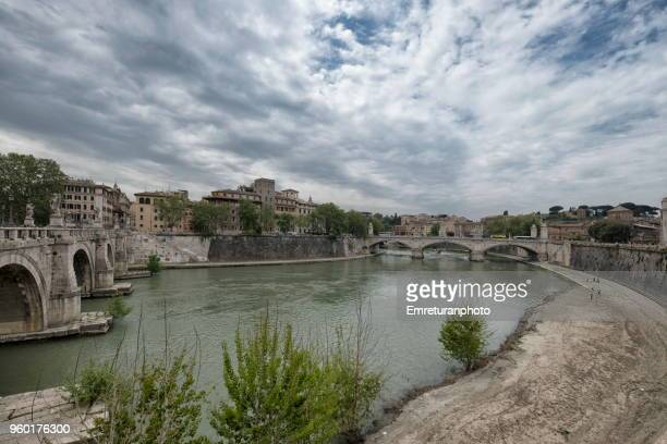 scenery of tiber river in rome with bridges. - emreturanphoto stock pictures, royalty-free photos & images