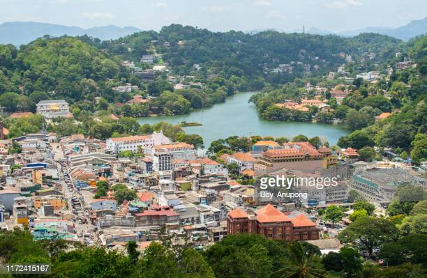 scenery view of kandy lake the beautiful stunning place in the heart of kandy city, sri lanka. - kandy kandy district sri lanka stock pictures, royalty-free photos & images