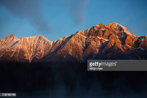 scenery with mountain peak at sunset, canada - image stock pictures, royalty-free photos & images