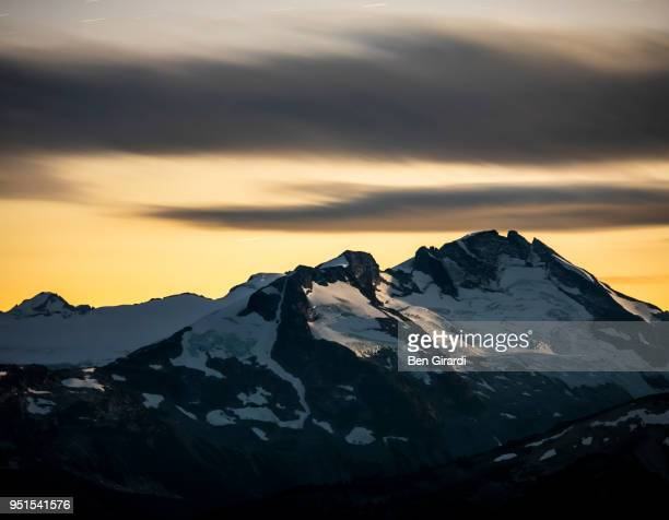 scenery with snow-covered mountains at sunset seen from whistler mountain, garibaldi provincial park, whistler, british columbia, canada - garibaldi park stock pictures, royalty-free photos & images