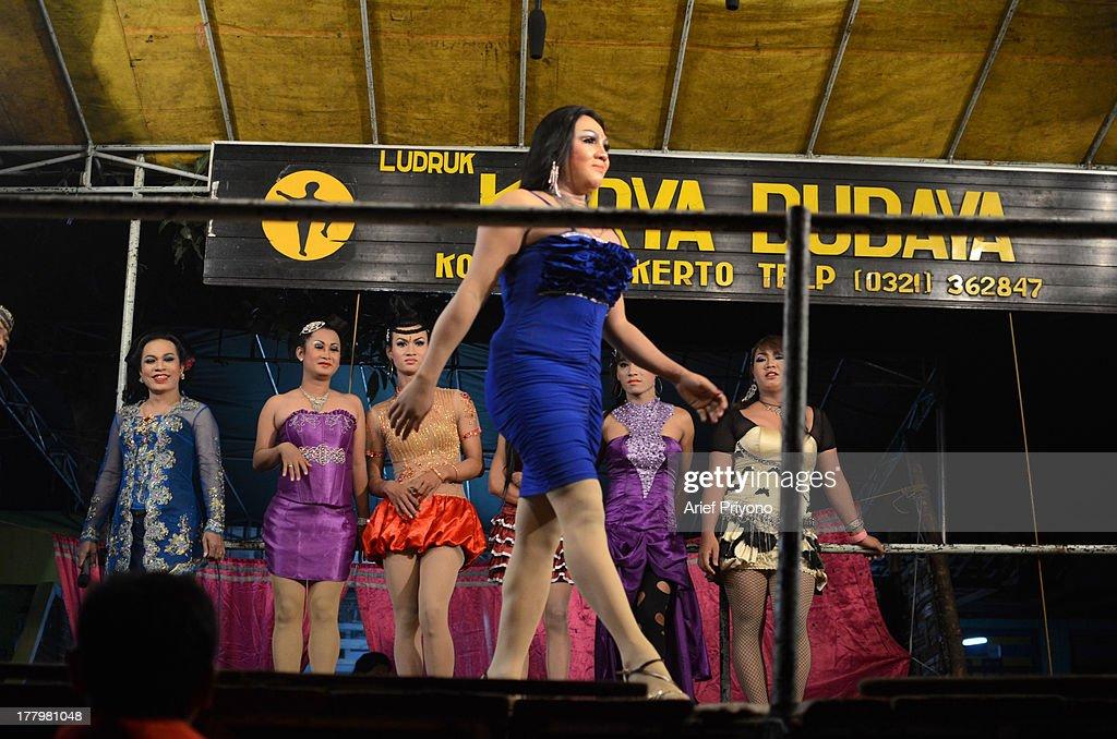 show Transvestite stage
