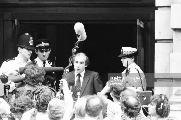 Scenes outside hospital The National Hospital for Neurology and Neurosurgery Queen Square London Friday 4th June 1982 spokesman holds a press...
