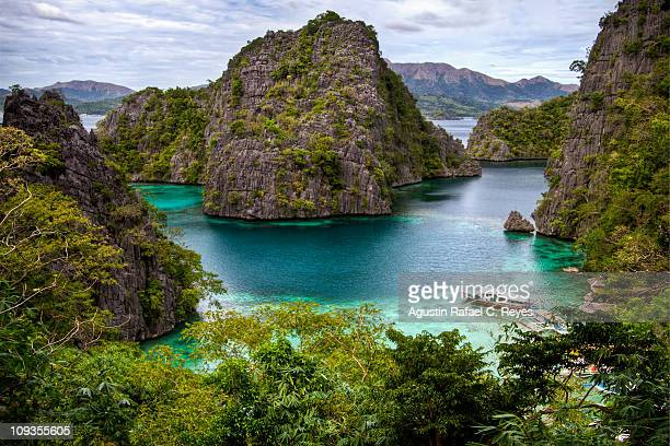 scenic coron - paisajes de filipinas fotografías e imágenes de stock