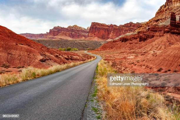 scenic drive in capitol reef national park. - capitol reef national park stock pictures, royalty-free photos & images