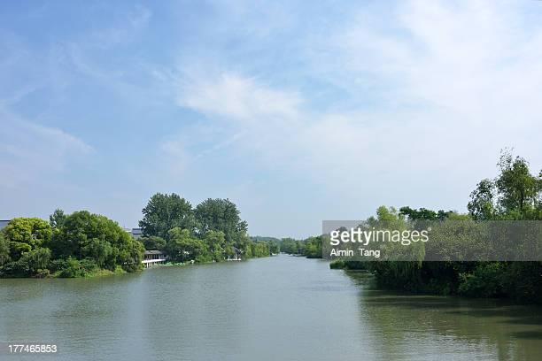 scenic lake in yangzhou - yangzhou foto e immagini stock