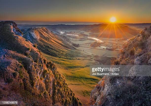 scenic landscape at sunrise, hastings, new zealand - ホークスベイ地域 ストックフォトと画像
