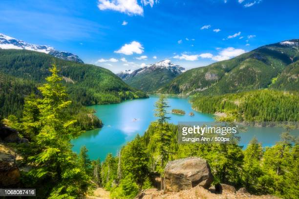 scenic landscape with diablo lake in cascades national park, washington, usa - diablo lake imagens e fotografias de stock
