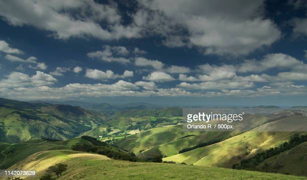 scenic landscape with green hills - special:whatlinkshere/file:lucerne_circle,_orlando,_fl.jpg stock pictures, royalty-free photos & images