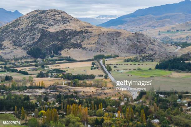 scenic lookout in arrow junction, new zealand - arrowtown stock pictures, royalty-free photos & images