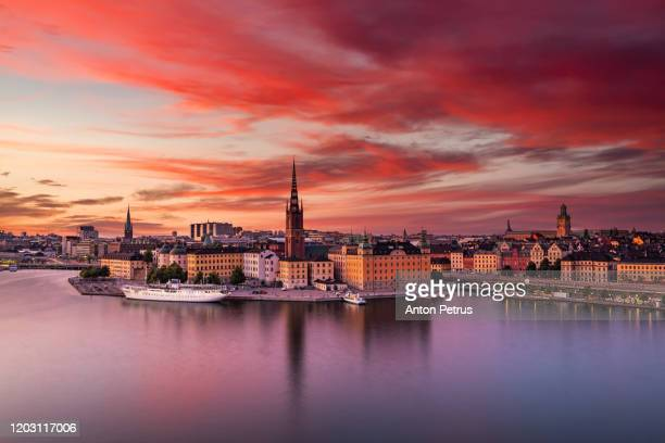 scenic panoramic view of gamla stan, in the old town in stockholm at sunset, sweden - stockholm stock-fotos und bilder