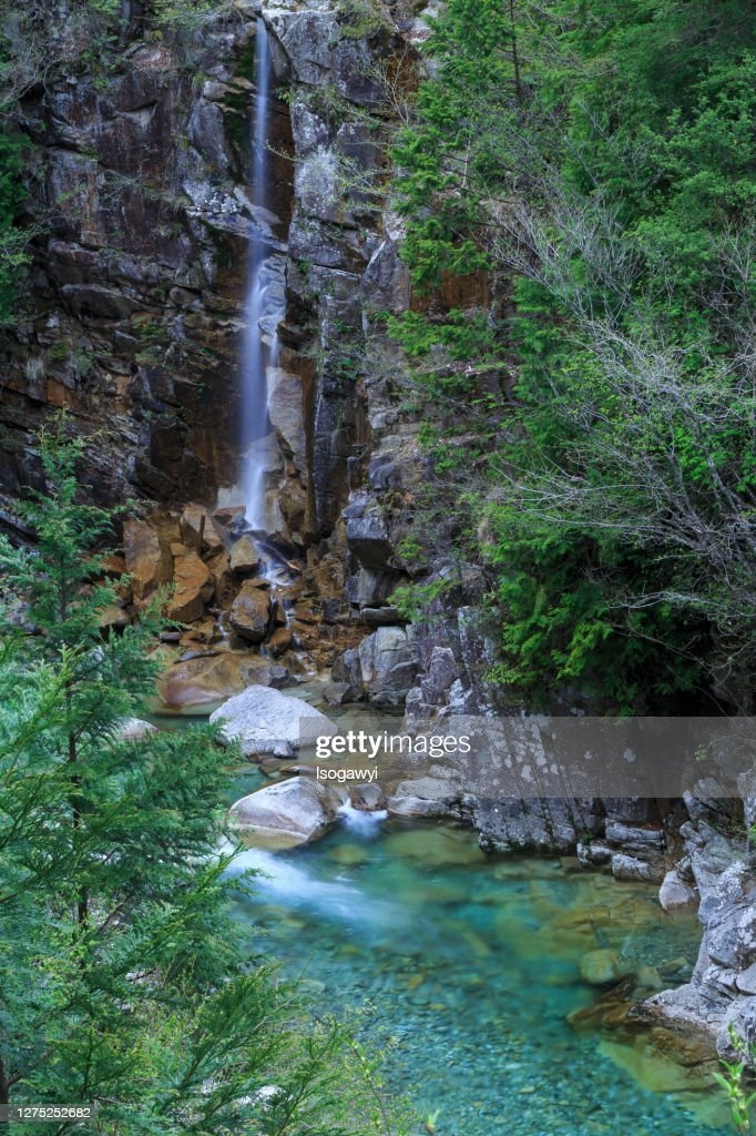 A Scenic Ravine And Waterfalls In Early Summer : ストックフォト
