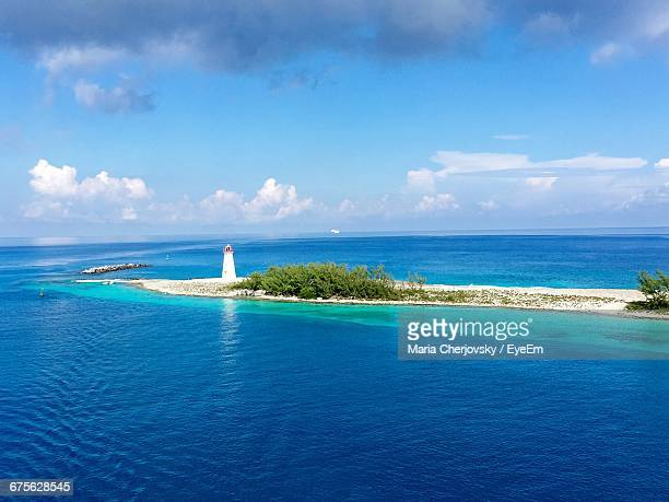 scenic shot of calm sea in the bahamas - nassau stock pictures, royalty-free photos & images