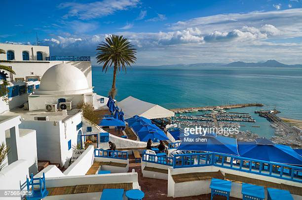 scenic view at the town of sidi bou said - tunez fotografías e imágenes de stock
